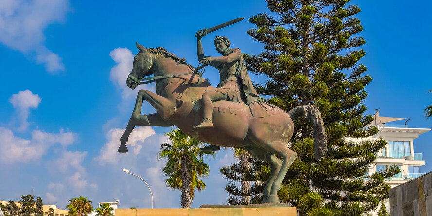 Конная статуя Александра Великого в Пафосе