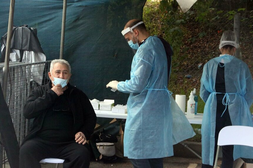 Тестирование жителей Кипра на коронавирус. Одна из точек в Лимассоле, где можно сдать анализы.