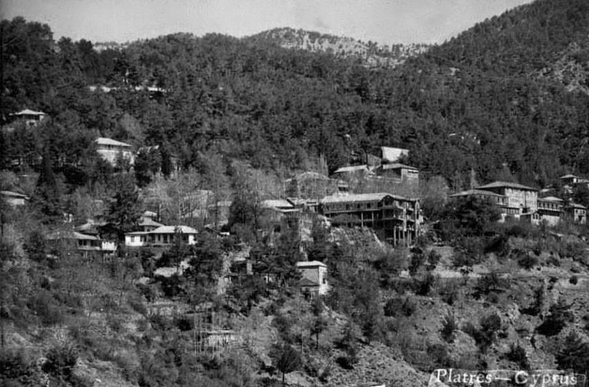 Панорамный вид на деревню Платрес со строящимся отелем «Splendid», Кипр.