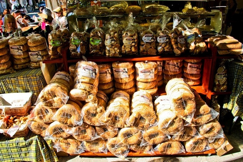 Хлеб — от 1,5 €; булка сдобная — от 0,2 €; сэндвич – 2,5–4 € молочные продукты на кипре стоят достаточно много, ведь животноводство на острове слабо развито.